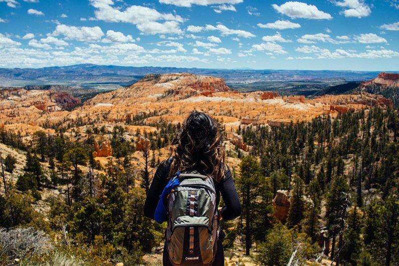 pathfinder_girl_mountains